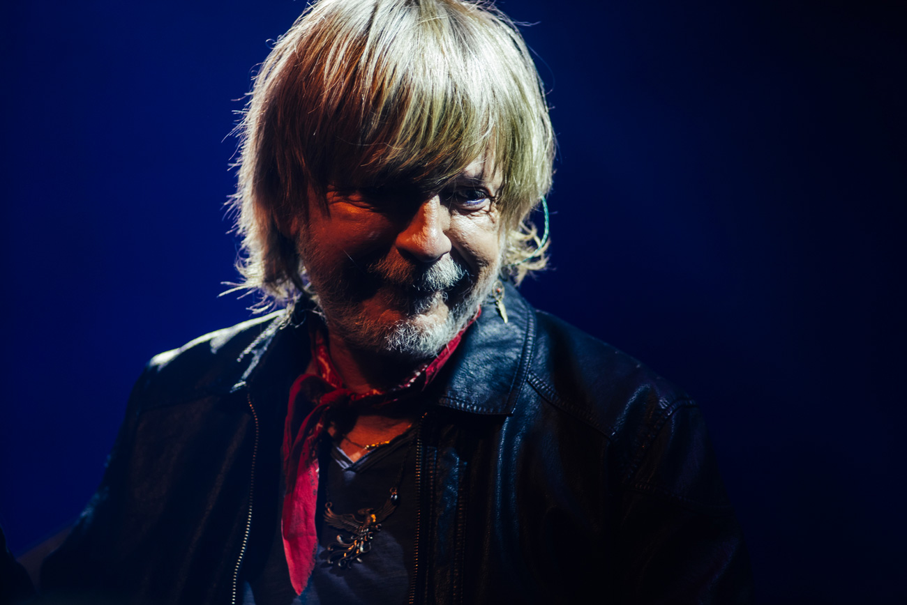 Renaud • Show Must Go Home